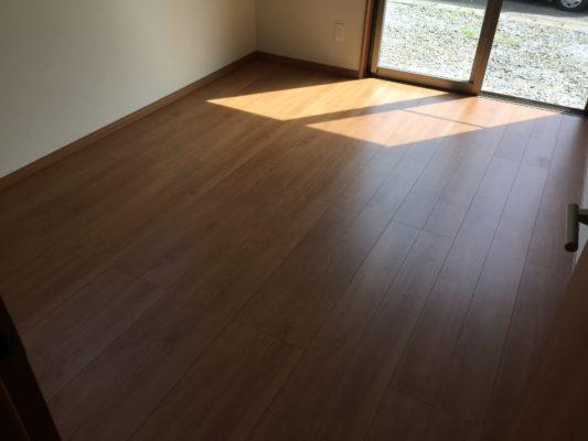 東側の洋室6畳です