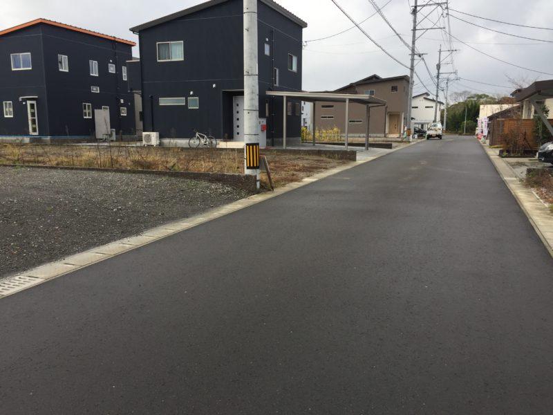 1号地前面道路 幅のある道に接しています